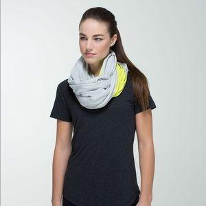 Lululemon Vinyasa scarf Rulu Antidote/ Light Gray